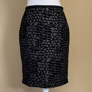 LOFT Skirts - Ann Taylor LOFT Gray/Blk print pencil skirt, Sz  4